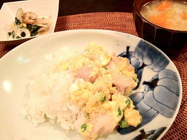副菜はごぼうとわかめの味噌マヨネーズサラダ。 - 12件のもぐもぐ - このお皿いいでしょう?(^∇^)親子丼をお洒落にしてみました! by Puffi3037
