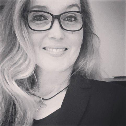 Spännande roliga saker på gång  knappt man vill stämpla ut... #onsdag #ledigt #workingeighttofive #work #vila #återhämtning #ledigt #glasses #glasögon
