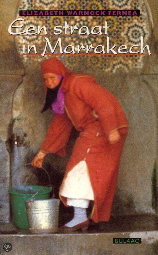 Een Amerikaans antropologen-echtpaar met drie kinderen woont een jaar lang (van augustus '71 tot augustus '72) in de oude medina van Marrakech. Hij doet onderzoek, zij probeert iets te begrijpen van de buurtgemeenschap. Het eerste halfjaar lukt het haar niet contacten te leggen, maar het tweede halfjaar wordt ze opgenomen in het 'vrouwennetwerk' van de straat.