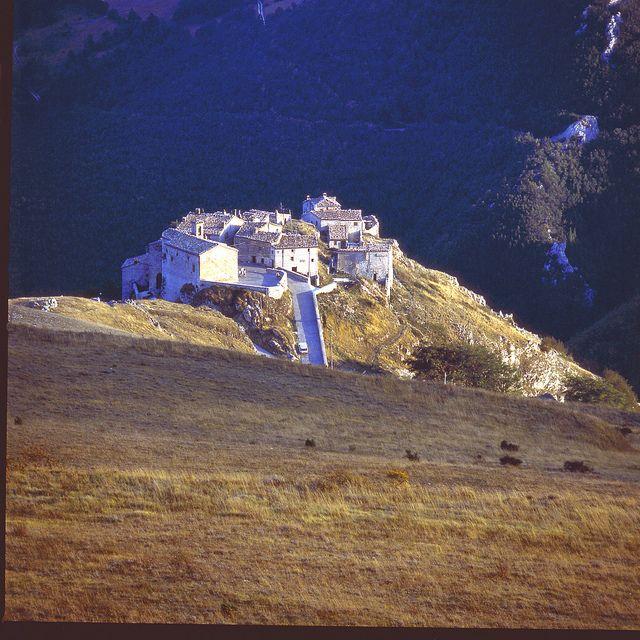 The rural village of #Elcito, San Severino Marche (MC) - #Italy