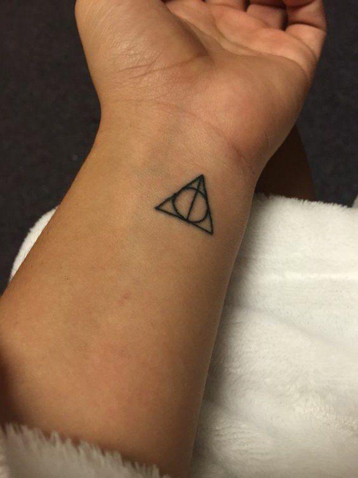 les 25 meilleures id es concernant tatouages triangle sur. Black Bedroom Furniture Sets. Home Design Ideas
