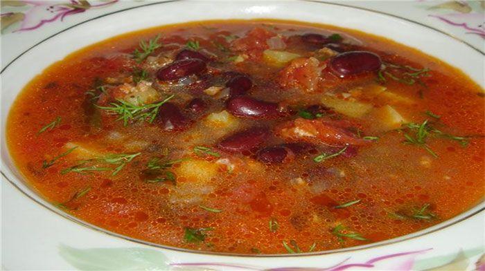 Острый суп из свинины с фасолью
