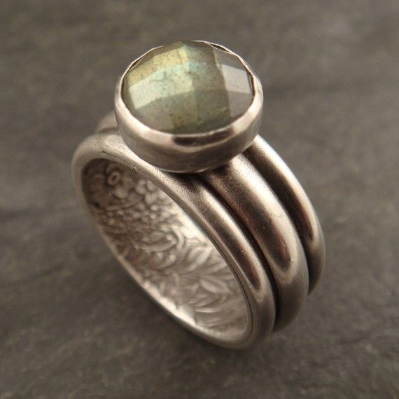This ring is a really fun design. It is all sterling silver with a 10 mm checkerboard faceted labradorite stone set on top. The ring feature...