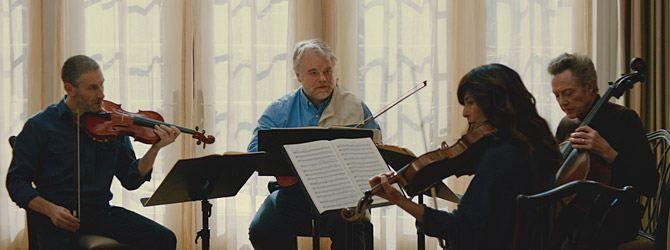 A Late Quartet (Yhdysvallat 2012). Jousikvartetin sellisti saa kuulla sairastavansa Parkinsonin tautia ja päättää lopettaa uransa. Yaron Zilbermanin elokuva on hieno kuvaus vanhenemisesta ja luopumisesta. Ja ihmisistä, joilla on jokin intohimo kuten tässä tarinassa musiikki. Ihmissuhdekoukerot tuovat mieleen Woody Allenin leffat. Nauratti ja liikutti, eikä vähiten edesmenneen lempinäyttelijäni Philip Seymour Hoffmanin ansiosta.