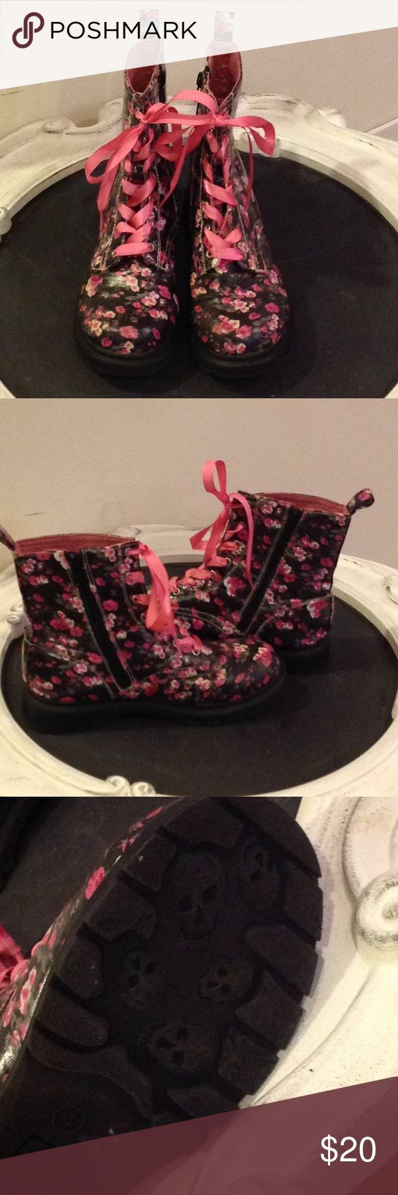 TOTAL GIRL FLORAL COMBAT BOOTS. 🌸🌺💀 GORGEOUS TOTAL GIRL FLORAL COMBAT BOOT. SIDE ZIP AND LACE FRONT. BLACK WITH PINK AND WHITE FLOWERS AND GREEN LEAVES. SKULL HEAD SOLES.🌺🌸💀 IN GREAT WORN CONDITION😉 Total Girl Shoes Boots