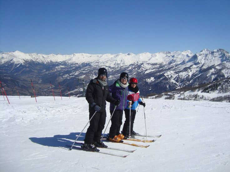 Skiing with friends in La Foux d'Allos