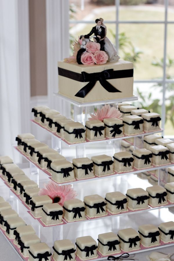 Cake trend! Petit Fours by Marsells Cakes & Dess …