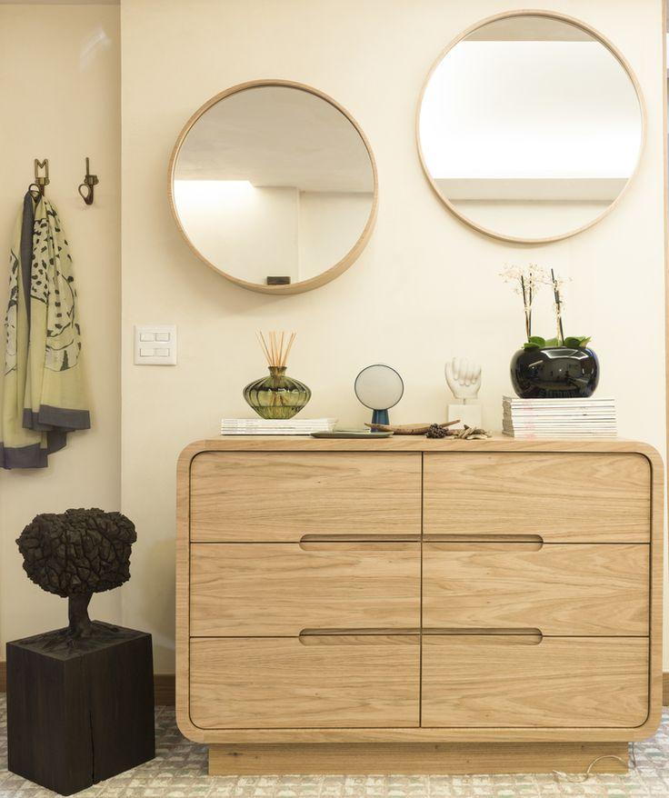 Quarto projetado por Marina Linhares interiores, para Mostra Casapronta 2016 com móveis assinados pela designer. Cômoda Antonia #design #decor #casaprontaquartos #casapronta #quartos