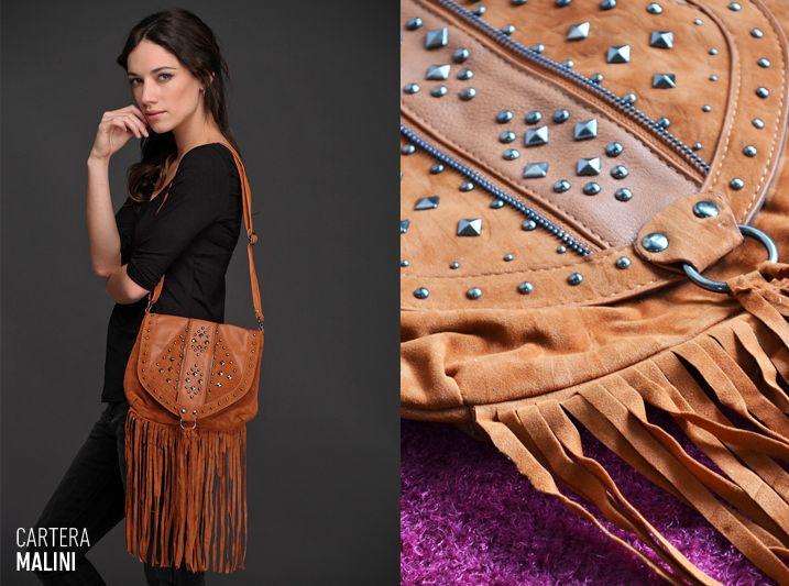 ¡Los #flecos están de #moda! La Cartera Malini, de cuero y gamuza, te ayuda a llevar tendencias de pasarela como los flecos, el color suela y las tachas a tus looks de todos los días.