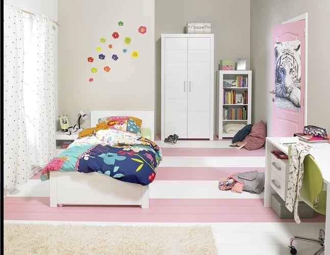 Volledige slaapkamerset voor tieners: met bed, bureau en kleerkast met 2 deuren. De slaapkamer Marika is een moderne, trendy kamer met witgelakte meubelen. #Bed #Bureau #Kleerkast #Collishop #Slaapkamer