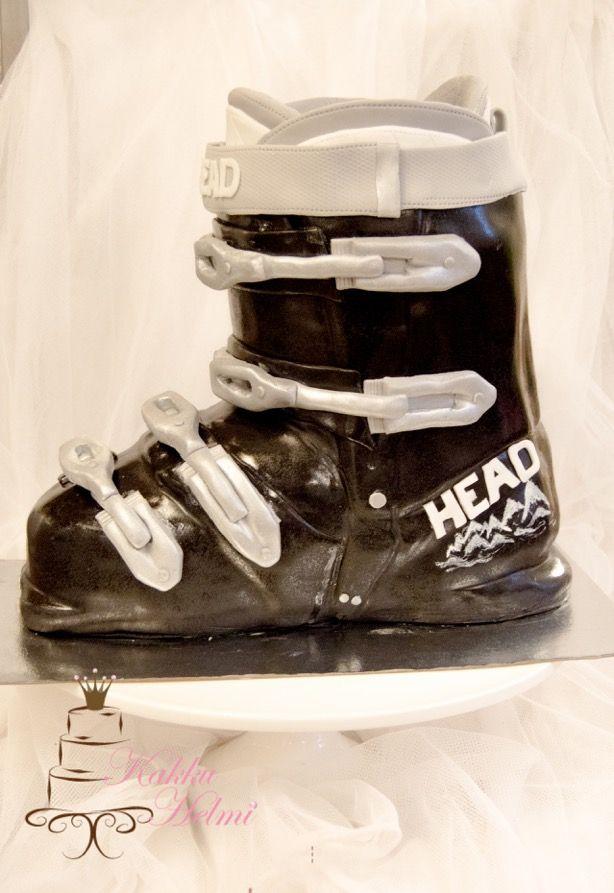 Laskettelumono minttu-suklaasta. Skiing shoes by mint chocolate. www.kakkuhelmi.fi