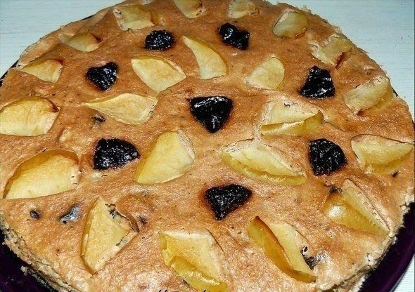 Творожная шоколадная запеканка с яблоком и черносливом