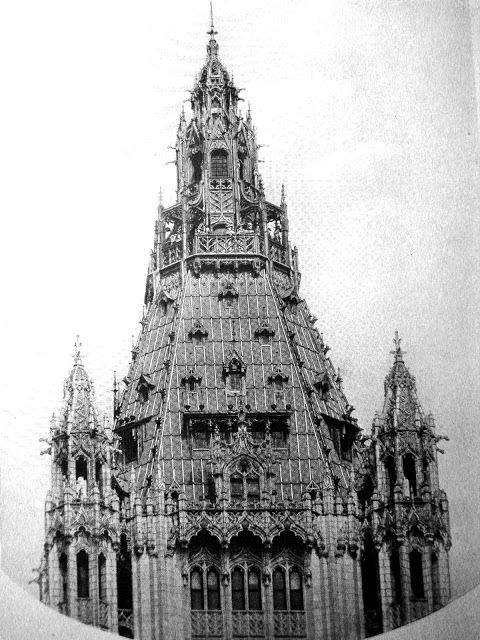 """The six-story tower had dozens of gargoyles — photo """"The Cathedral of Commerce"""" 1913  via"""