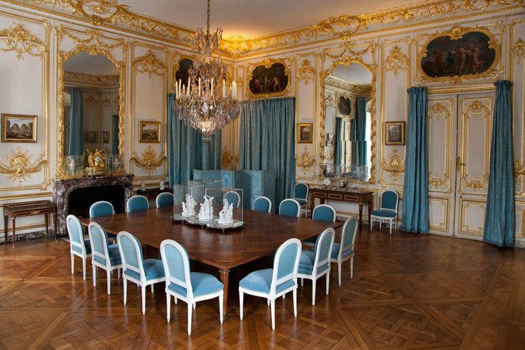 les petits appartements du roi la salle manger des porcelaines cette salle manger cr e. Black Bedroom Furniture Sets. Home Design Ideas