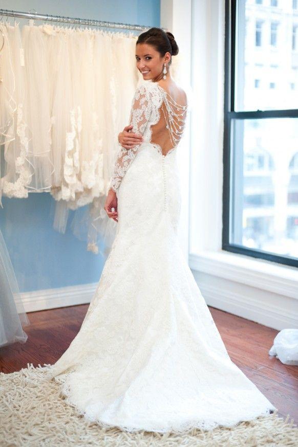 White French Lace Open Back Wedding Gown With Back Buttons ♥ Long Sleeved Wedding Dress | Beyaz Dantel Sirti Acik, Arkasi Dugmeli, Uzun Kollu Gelinlik Modeli