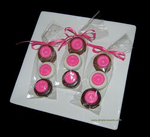 Chocolate covered oreos: Chocolate Dipped Oreos, Gift, Chocolate Covered Oreos, Chocolates Dips Oreo, Pink Daisies, Parties Ideas, Pink Daisy, Chocolates Covers Oreo, Packs Chocolates