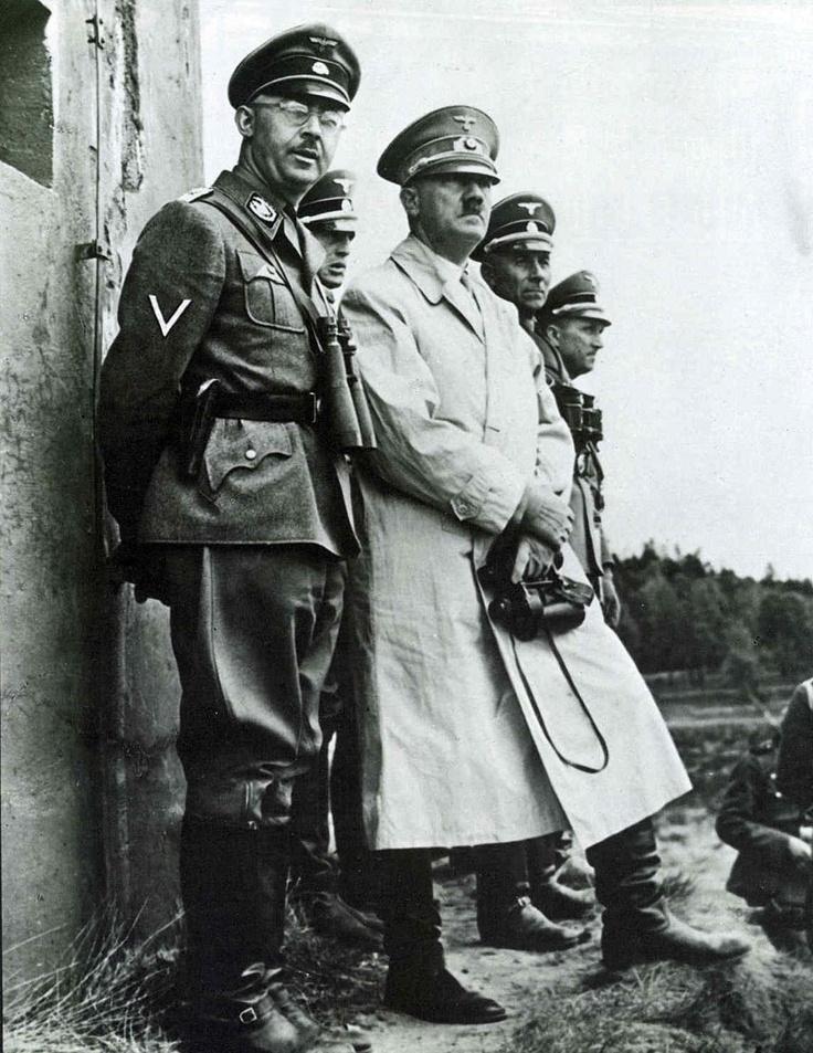 Heinrich Himmler and Adolf Hitler Culeros  que ni el mismo infierno es suficiente Castigo.