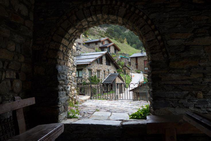 En este post os proponemos 7 cosas que hacer en Andorra más allá del shopping, los deportes de invierno y los balnearios.