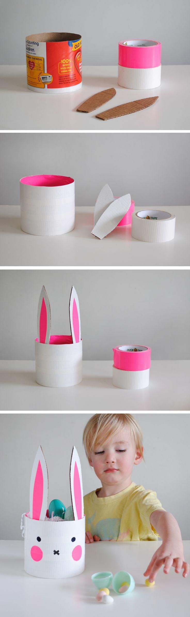 Ein Osterkörbchen im Upcycling Stil. Kann man aus einer großen Plastikflasche genauso machen wie aus einer großen Pappdose oder Konservendose. Entweder mit Washitape bekleben und die Ohren aus Pappe dazu basteln - oder mit Farbe anpinseln.