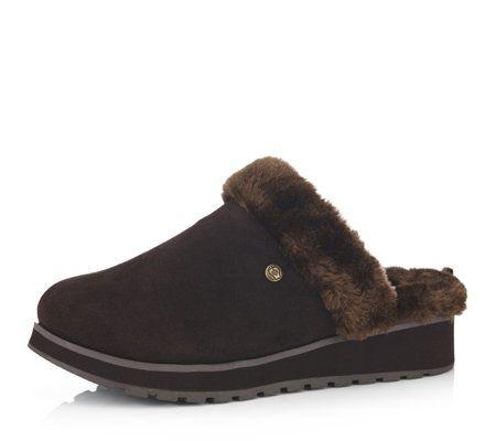 Skechers slippers in chestnut size 5