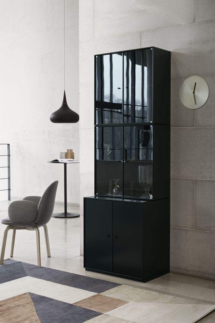 RISE – cabinet with glass doors.