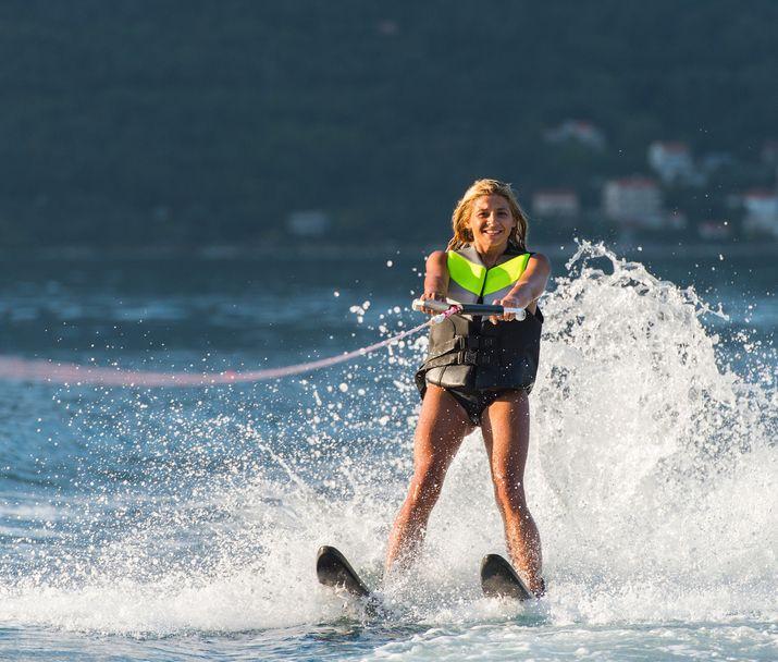 Shape Up #51 Απελευθερώσου κάνοντας θαλάσσιο σκι! Αυτό το καλοκαίρι θα αναζητήσουμε νέες εμπειρίες. (http://gynaikaeveryday.gr/?page=calendar&day=2015-08-18)