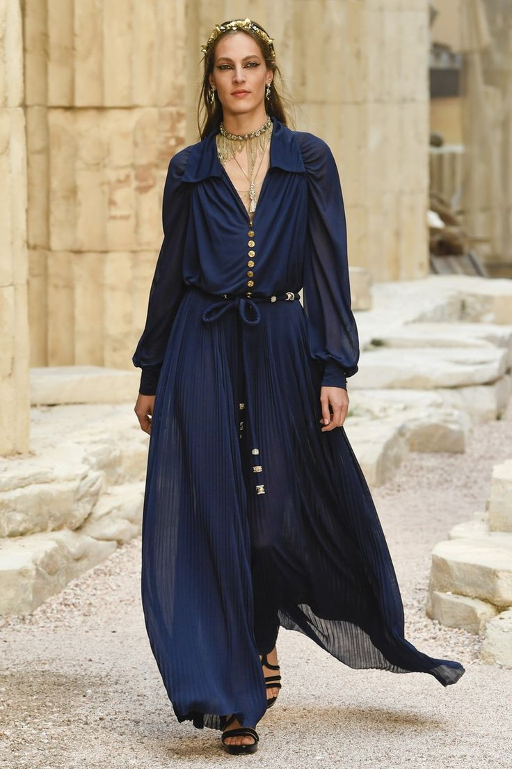 Chanel | Cruise 2018 | Look 22