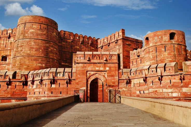 Agra Fort This Fort built by the Mughals has been the witness to many historic events. From the First Battle of Panipat to the struggle for Freedom, Agra Fort has seen it all. This Fort is crucial in the history of Freedom Struggle, because, it is in this Fort, that the First Freedom Movement started in the year 1857. Apart from the history, the Fort also has beautiful monuments which are a testimonial for the Art and architecture of the Mughal era.