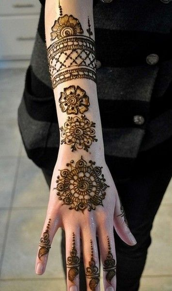 Beautiful Rangoli Pattern Mehendi Design