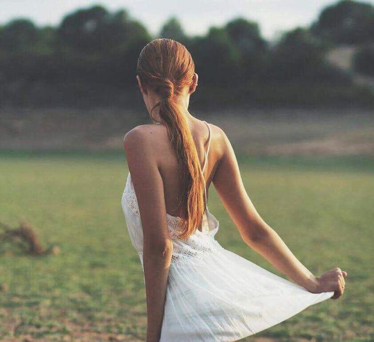 Todos dicen que el amor duele pero es mentira. La soledad duele. El rechazo duele. Perder a alguien duele. La envidia duele. Y todos confunde estas cosas con el amor pero la realidad es que el amor es la única cosa en este mundo que puede aliviar todo el dolor y hacer sentir bien a una persona. El amor es la única cosa en este mundo que no duele ni lástima. by nicoleagost