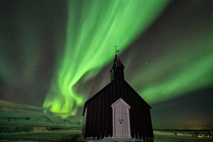 Aurora on a clear winter's night, Iceland - Top winter sun holiday destinations | Weather2Travel.com