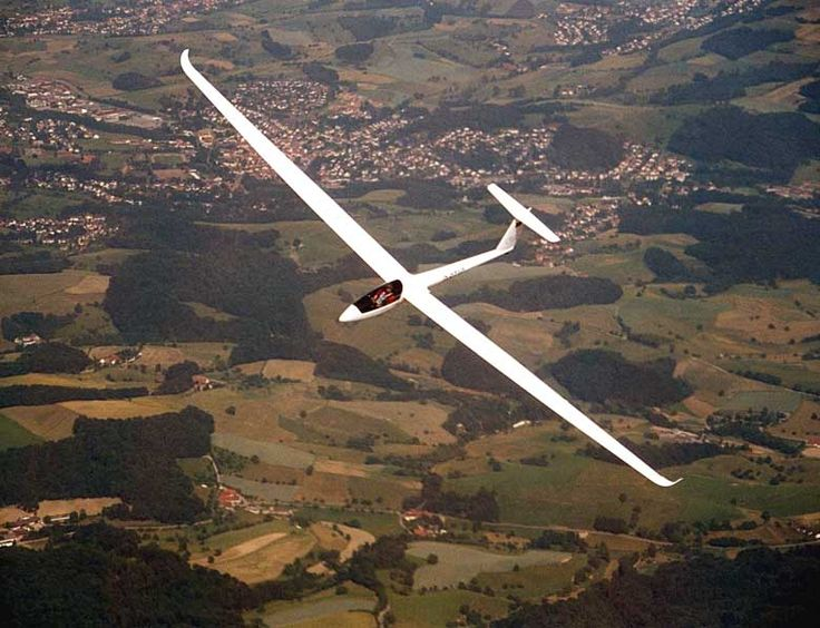 DG Flugzeugbau GmbH / LS10 - a new glider is born