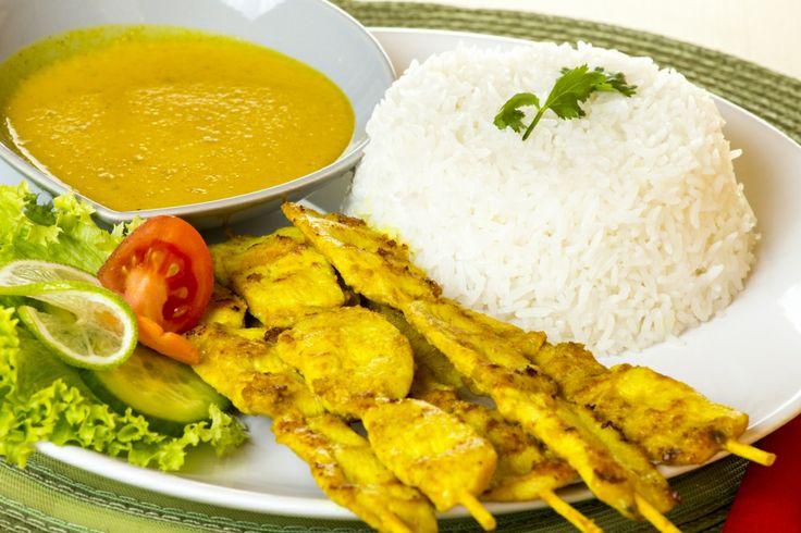 Akik szeretik a földimogyorót, vagy a mogyoróval kombinált ételeket, azok próbálják ki Satay névre hallgató egzotikus finomságunkat.