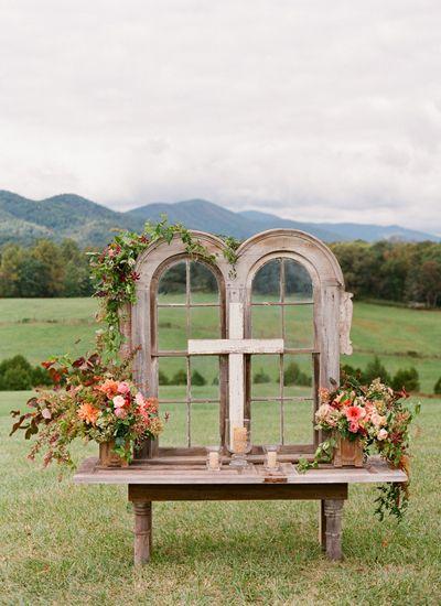 pretty altar at an outdoor ceremony | Jen Fariello #wedding