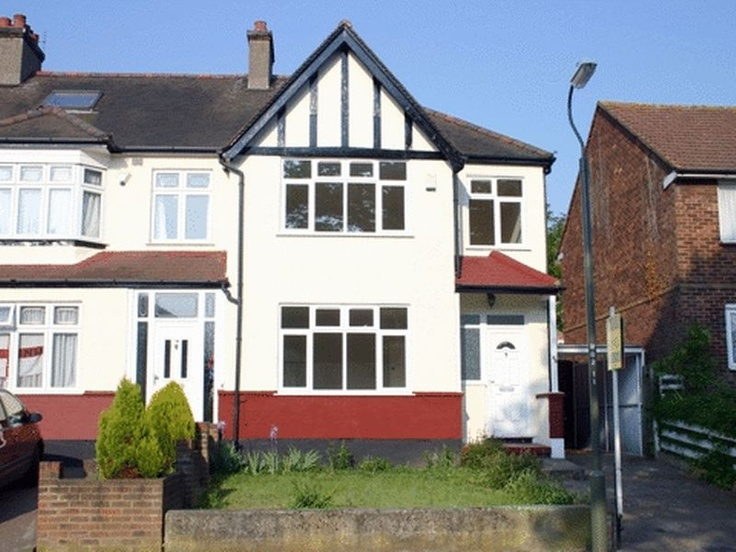 £325,000  3 Bedroom Semi Detached House - Warren Avenue, Bromley, Kent, BR1 4BS Estate Agents