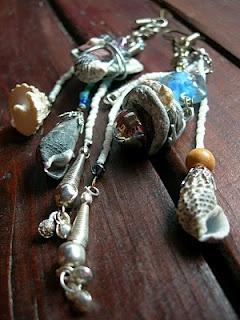 http://bolondosblogos.blogspot.it/2010/05/rimaniamo-al-argomento.html#  My found objects from the sea (La Polena Jewelry Designs )
