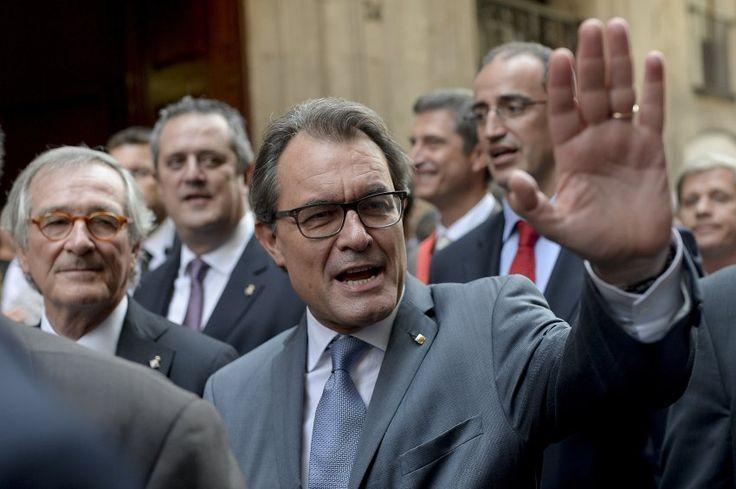 Abspaltung von Spanien: Katalonien plant Referendum für Anfang November - spiegel.de, 27.09.2014. Katalonien wird am 9. November über seine Unabhängigkeit von Spanien abstimmen. Der Präsident der Region, Artur Mas, unterzeichnete ein entsprechendes Dekret, das ein Referendum für diesen Tag anordnete. Das Referendum wäre bereits die zweite Abstimmung über die Sezession eines Landesteils von einem EU-Staat in diesem Jahr.