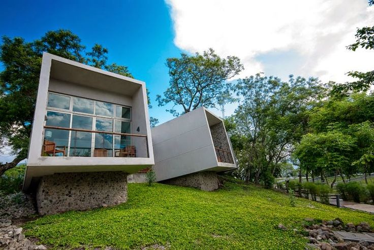 Hotel Kawilal de W502 Arquitectura en Amatitlán, Guatemala #architecture