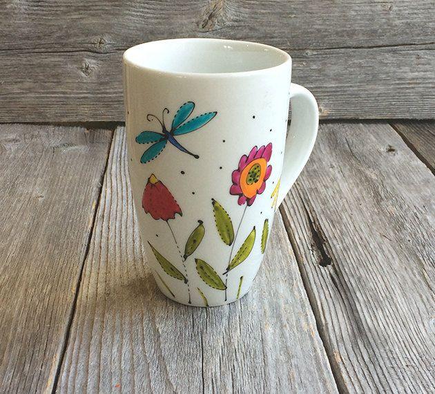 Tasse café fleurs et libellule, mug, flowers, hand painted mug,  peint à la main de la boutique IsamaloArtiste sur Etsy