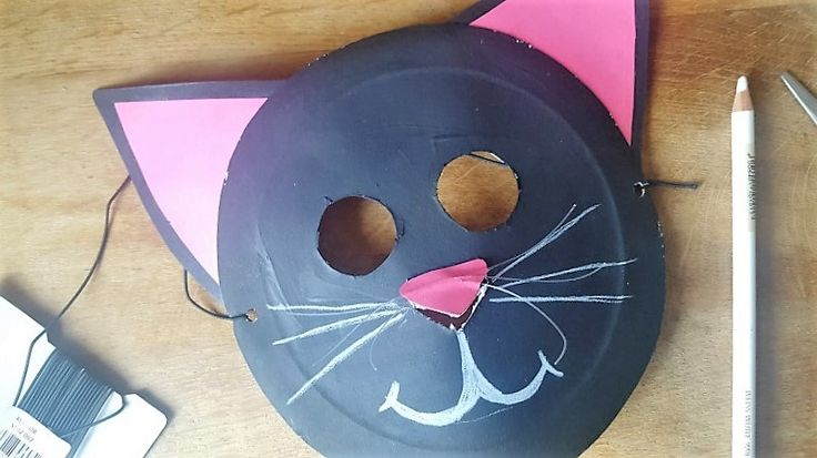 Eine Katzen Maske aus Pappteller :)