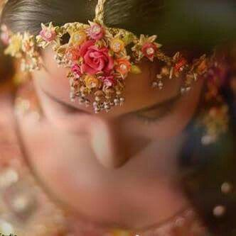Intricate small flowers and pearl accessories