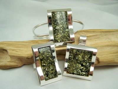 A Unique and beautiful green amber mount in silver pendant,ring,and bracelet jewellery set.