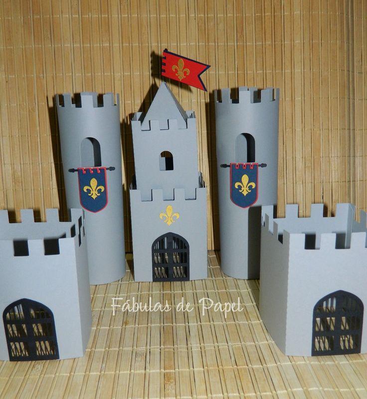 Castelo feito em papel de scrap <br>***Altura das torres maiores: 17 cm <br>***Altura das torres menores: 9 cm <br>Antes de fazer o pedido, verificar prazo de envio.