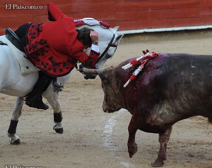 Momentos de riesgo mostraba el rejoneador Pablo Hermoso de Mendoza en Cañaveralejo. Foto Oswaldo Páez.