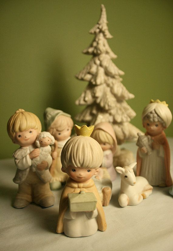 Idée déco & cadeau noël  2016/2017  Porcelain Nativity Scene.  Hand Painted Children Manger Set.  Perfect for Kids Room or Christmas Display.