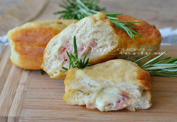 Sendviče v rýchlom mlieka so šunkou a syrom