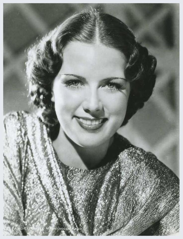 Eleanor POWELL '30-40-50 (21 Novembre 1912 - 11 Février 1982. Bailarina y actriz norteamericana.Su nombre completo fue Eleanor Torrey Powell. Desde muy pequeña se sintió atraída por el baile de claqué, siendo contratada por el empresario de vodevil Gus Edwards. Poco después se trasladó a Nueva York en donde alcanzaría el estrellato en las míticas tablas de Broadway.Posteriormente se dedicó a la televisión y a obras de beneficencia hasta su muerte, acaecida por culpa de un cáncer.
