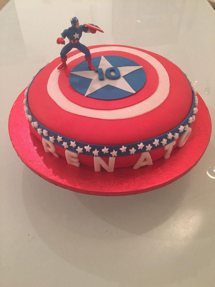 Torta di compleanno 'Capitan America' con pasta di zucchero.