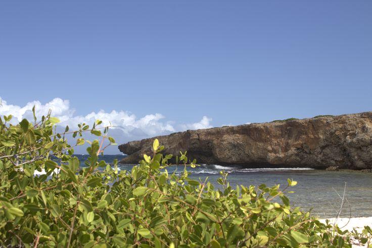 Curaçao heeft veel stranden. Maar wat zijn nou de mooiste? NamsNotes deelt haar mooie stranden op Curaçao lijstje graag met jou. Veel strandplezier. #curacao #beaches #strand #portmari #bocagrande