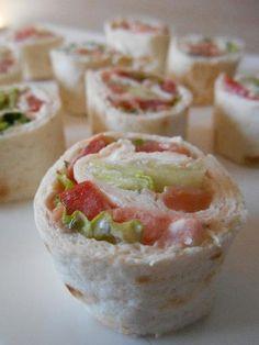 poivre, fromage frais, tomate, saumon fumé, salade, tortilla, aneth, sel